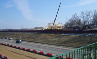 Вид со стороны шоссе на демо-офис фахверк