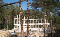 Монтаж боковых фасадов здания фахверк