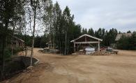 На каждом участке строится гараж на 2 автомобиля